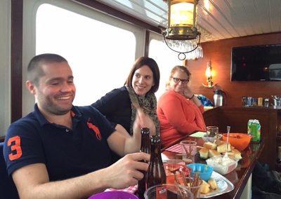 borrelen op de rondvaartboot met collega