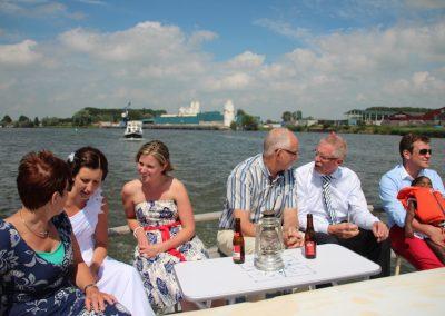 huwelijksboot-varen-water