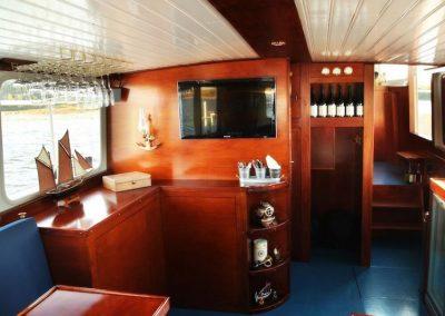 interieur-rondvaartboot-heusden-salonboot