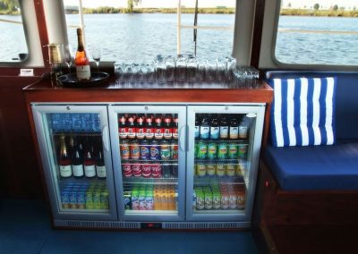 koelkast-rondvaartboot-bar