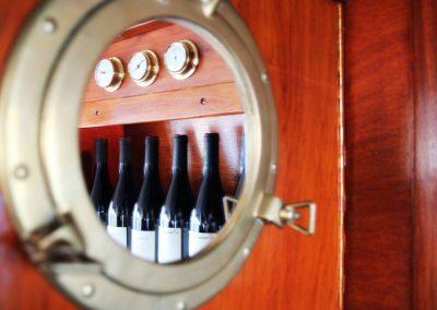 messing-patrijspoort-spiegel-wijn