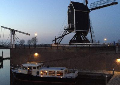 stadhaven-verlicht-molen-boot