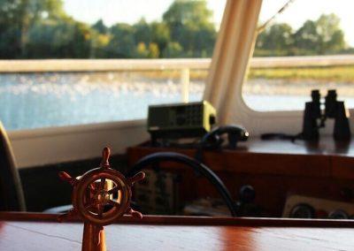 stuurhut-rondvaartboot-heusden-salonboot