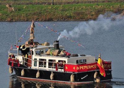 zwarte-piet-varen-boot